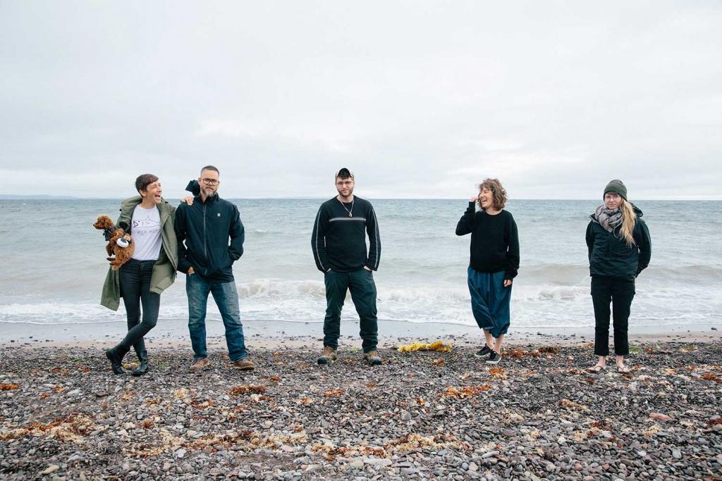Les membres de l'équipe Atelier Cotier sur la plage.